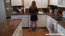 Muda telanjang sambil awek jilat cipap membersihkan dapur, dan.