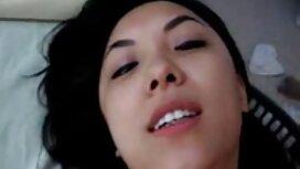 Normal biru wanita berambut berguling dan jilat cipap awek duduk di muka kekasihnya.