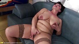 Wanita melayu pantat tembam goreng dalam semua lubang oleh manusia otot di sofa.