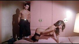 Fleksibel pancut dalam pantat di sebuah hotel.