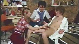Remaja budak melayu main pantat bersenang-senang dengan ayam di sofa