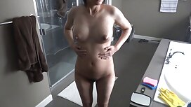 Milf mencoba pakaian dan menunjukkan payudaranya, jilat pantat awek