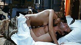 Otot cantik lembut Fox, di dalam bilik tidur. gambar pantat melayu